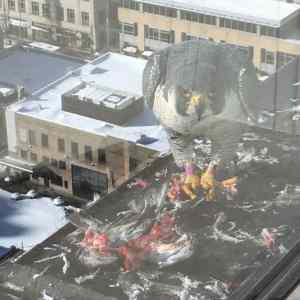 Obrázek 'Giant-bird-destroys-city'