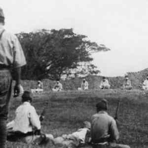 Obrázek 'Japanesetroopsusingprisonersofwarfortargetpractice1942'