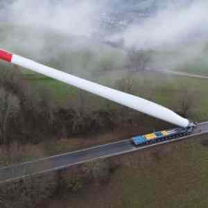 Obrázek 'Transportinga67meterwindturbineblade'