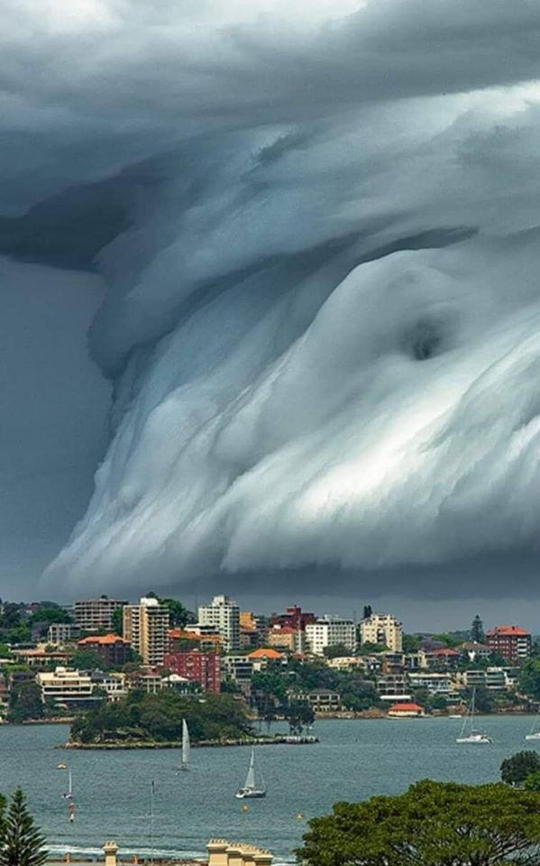 Obrázek -TsunamiCloud-Sydney-Australia2015-
