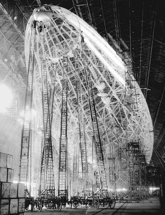 Obrázek -Zeppelinconstruction-1935-