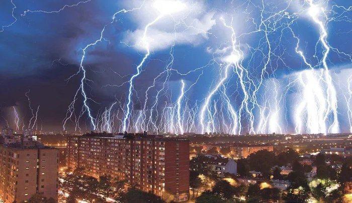 Obrázek 2-hours-of-lightning-in-Croatia