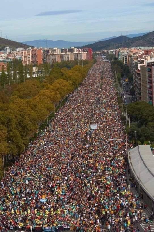 Obrázek DemonstracevKatalanskuzaosvobozeniuveznenychpolitikuanezavislostnaSpanelsku2019