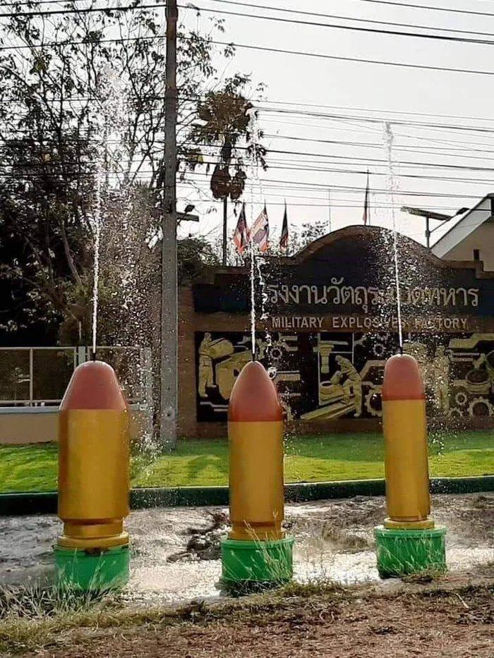 Obrázek In-front-of-the-Thai-military-base