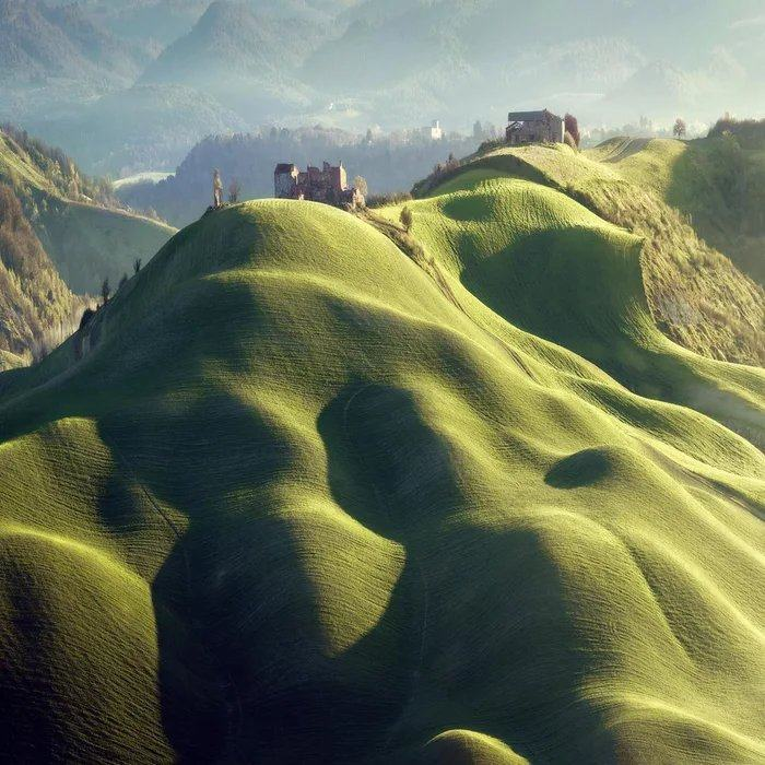 Obrázek These-Hills-Look-Like-They-are-Covered-by-a-Blanket