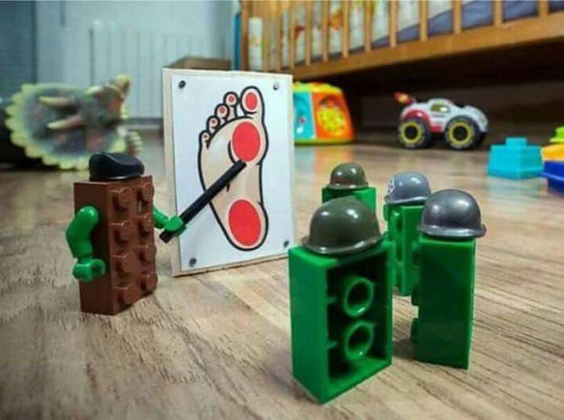 Obrázek lego-war-education