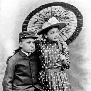 Obrázek '-AlbertEinsteinsesestrou-1895-'