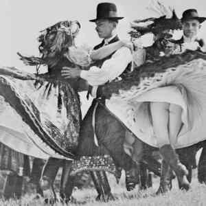 Obrázek '-HungarianFolkDancers-1938-'