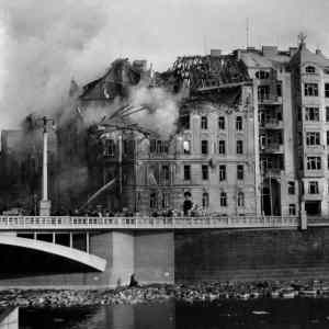 Obrázek '1945americanibombardujiprazaky'