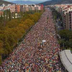 Obrázek 'DemonstracevKatalanskuzaosvobozeniuveznenychpolitikuanezavislostnaS...'