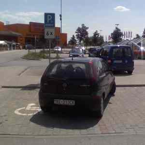 Obrázek 'ParkovanieHornbach23-05-0713.16'