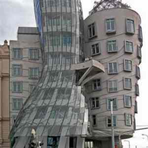 Obrázek 'twisted-building-weird-architectual-design'